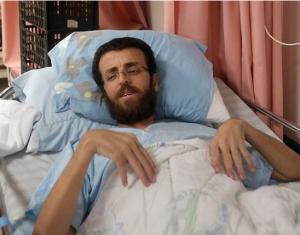تظاهرة غاضبة امام مقر الصليب الاحمر دعما للقيق بغزة