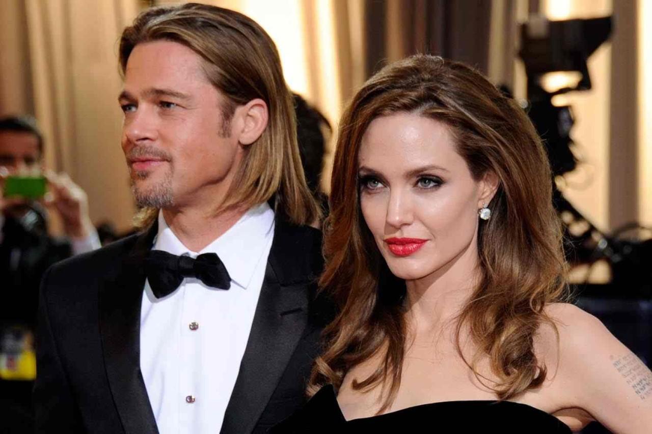 لهذا السبب الغريب  ..  أنجلينا جولي كانت تمنع براد بيت من النوم قربها قبل طلاقهما!!
