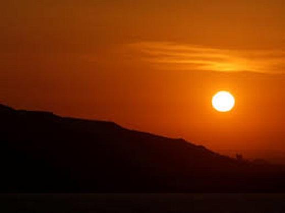 لماذا شاهد الأردنيون غروب الشمس بالأمس بلون أحمر مميز؟