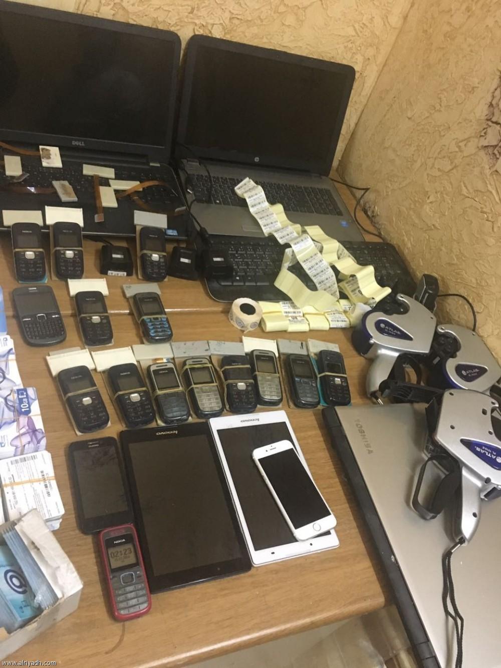 الامارات :محاكمة عصابة استخرجت مئات الشرائح الهاتفية لاستغلالها في جرائم احتيال