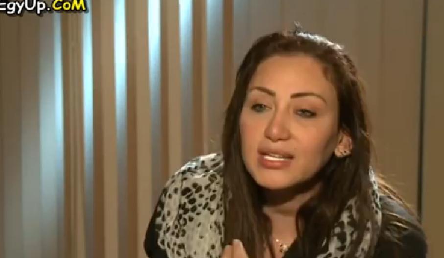 """فيديو..الإعلامية ريهام تخلع الحجاب للشيخ يوسف البدري: """"انت أخدت ألف جنيه عشان تيجي تهزأني"""""""