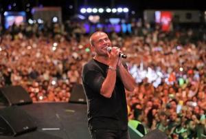 نائب يطالب بإيقاف حفل عمرو دياب لأنه يشكل مخاطرة صريحة لدين الدولة