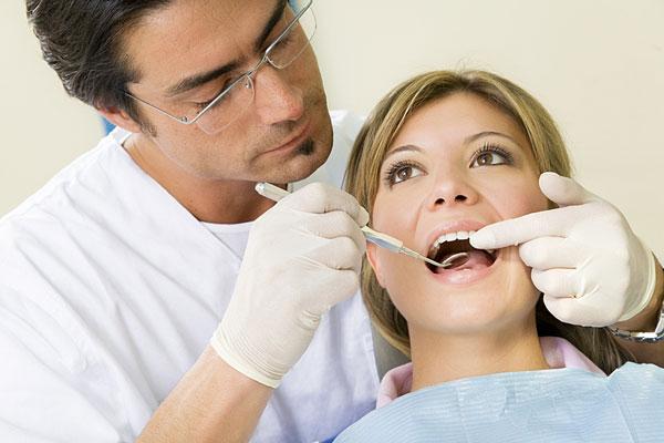 دكتور الاسنان يتحرش بي