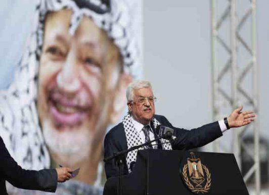 """هل مصير عبّاس سيكون مثل عرفات؟ """"إسرائيل"""" تُلمِّح لمنعه من مغادرة رام الله و تطرح أسماء شخصياتٍ لوراثته"""