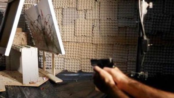 معرض للوحات فنية رسمتها طلقات مسدس