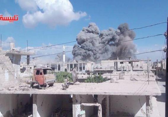 الغارات الروسية تقتل 7 مدنيين سوريين بينهم طفلان