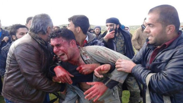 بالفيديو والصور ..مسلحون سوريون يسقطون طائرة للجيش السوري ويأسرون قائدها