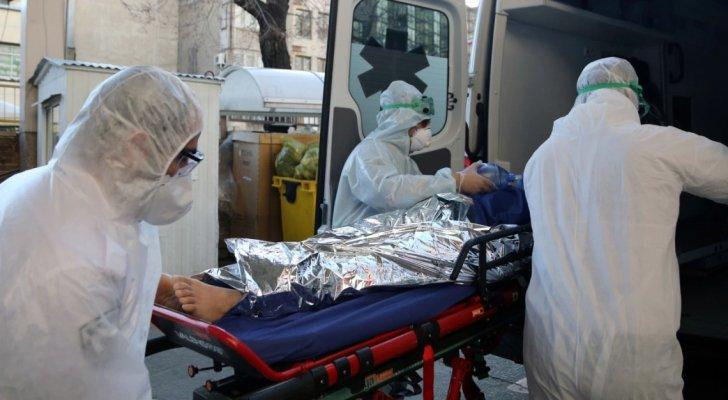 انخفاض وفيات وإصابات كورونا في إيطاليا