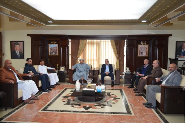 المستشار الثقافي العُماني يزور جامعة عمان الأهلية