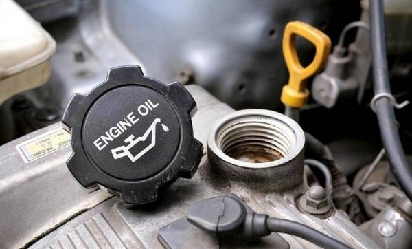 تعرّفوا إلى أسباب نقص الزيت في سياراتكم