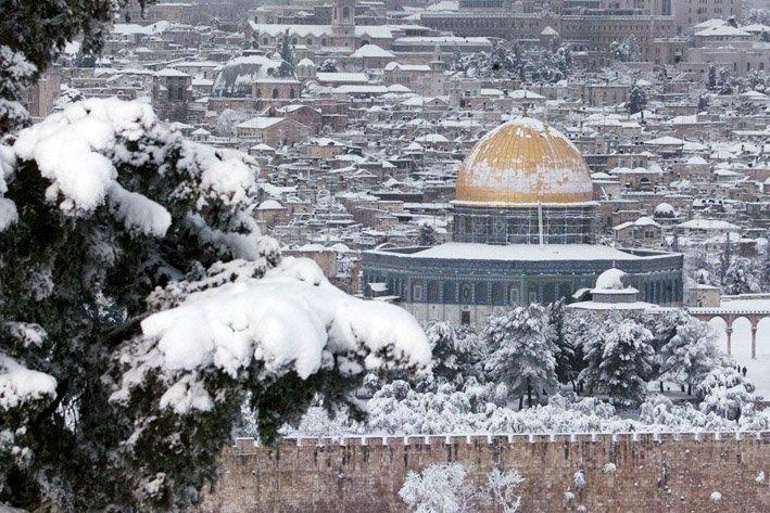 بالصور  ..  القدس تتزين بالثلوج