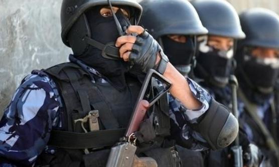 الشرطة الفلسطينية تقبض على مطلوب صادر بحقه أمر حبس بقيمة مليون ونصف شيقل في رام الله