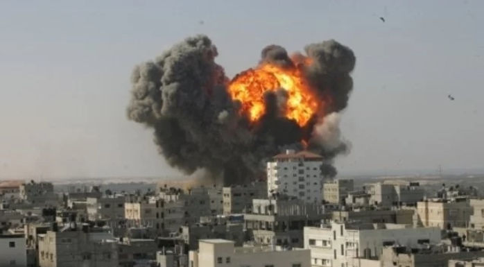 شهيدان فلسطينيان بقصف طائرة اسرائيلية لدراجة نارية في قطاع غزة