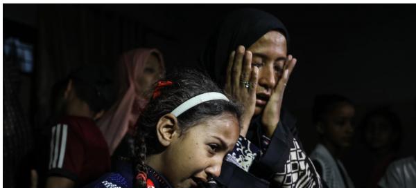 """""""ادفنوني هنا"""": فتاة تحدِّد تفاصيل جنازتها ..  وشقيقها يريد العودة للاحتجاجات بعد رحيلها في غزة"""
