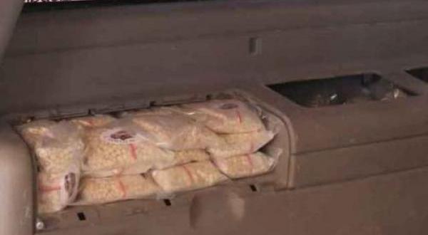 الجمارك تحبط تهريب (17) الف حبة كبتاجون داخل مركبة في جمرك عمان