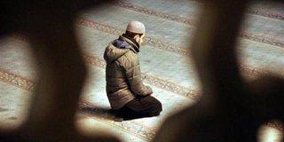 هل ياثم من ترك تحية المسجد إذا دخل أثناء خطبة الجمعة ؟