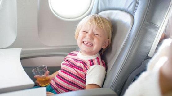 طرق حماية الأطفال من ضغط الهواء بالطائرة