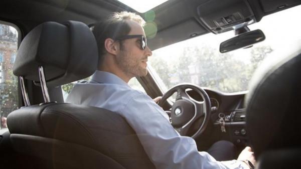 احذر تلك العادات أثناء القيادة حتى لا تتعرض لحادث