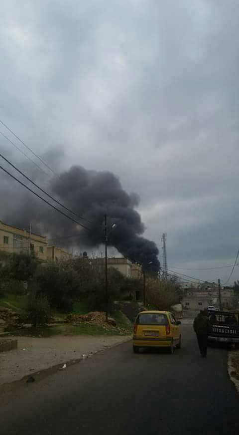 بالصور ..حريق كبير في مستودع اثاث باربد