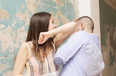 أردني يتعرض للتعنيف من زوجته يثير جدلا عبر مواقع التواصل الاجتماعي