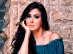 غادة عبدالرازق تدافع عن واقعة حذاء شيرين عبدالوهاب: لا تعتذري لأحد