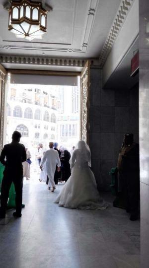 بالفيديو : عروس الحرم المكي!
