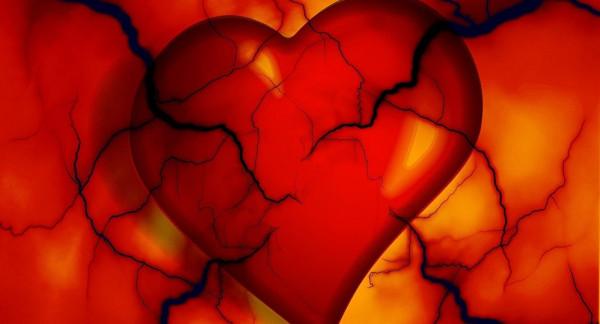 """لأول مرة العثور على تفسير ..  لماذا قلب النساء """"أضعف"""" من الرجال"""
