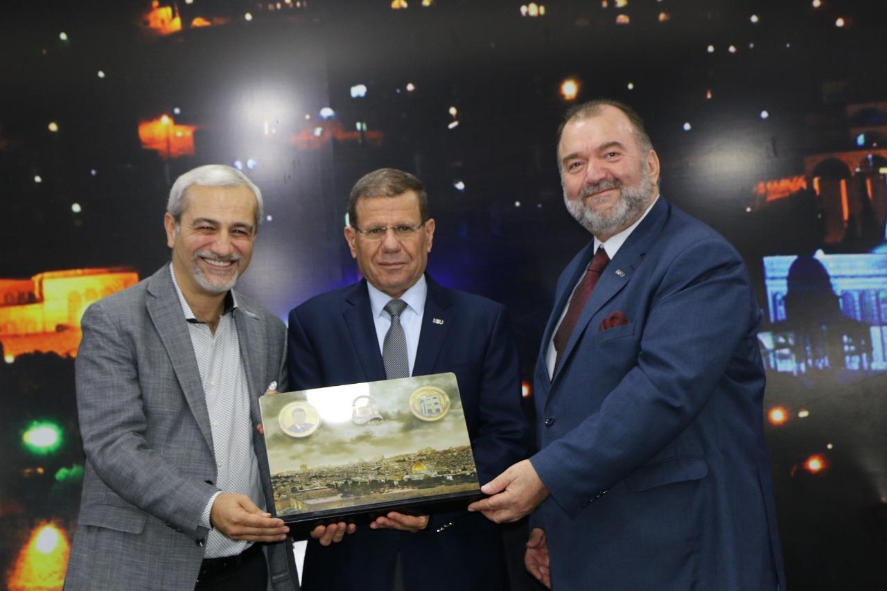 """""""الشرق الأوسط"""" ترعى حفل تكريم جمعية سلوان لطلبة الثانوية ..  صور"""