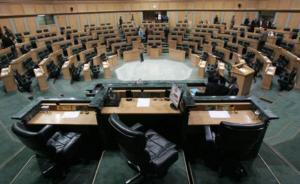 الحكومة تخفض مخصصات أوراق خطابات لنواب لـ 95 إلف دينار للعام القادم