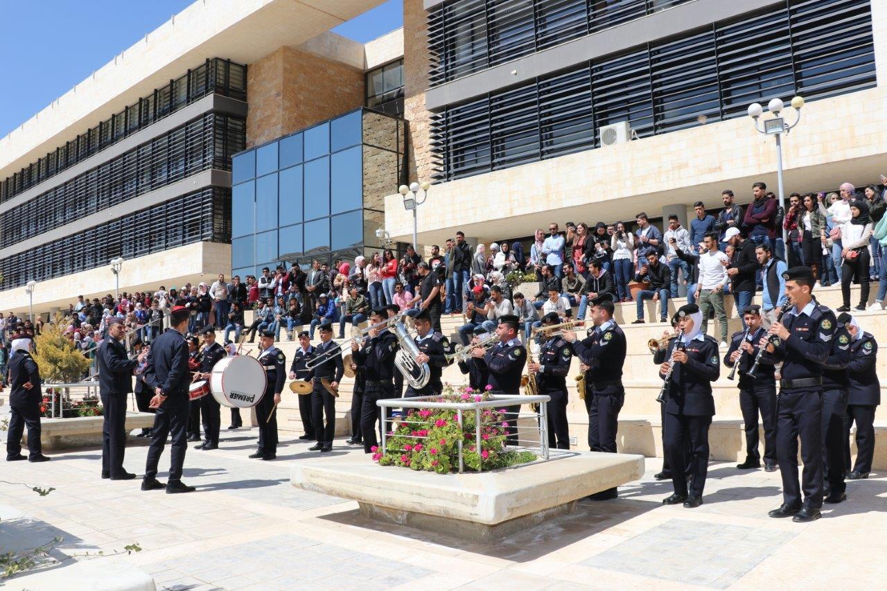 """بالصور ..  """"عمان العربية"""" تحتفل بالكرامة وتستذكر بطولات الجندي الاردني المتسلح بالعزيمة"""