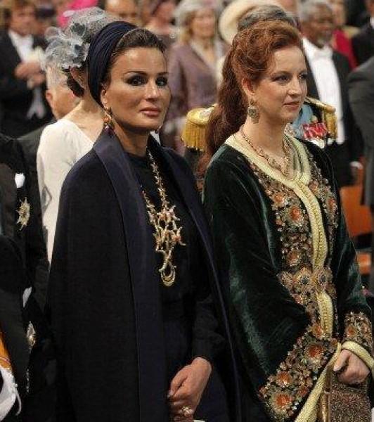 بالصور: الشيخة موزة والأميرة سلمى تخطفان الأنظار في حفل تتويج ملك هولندا