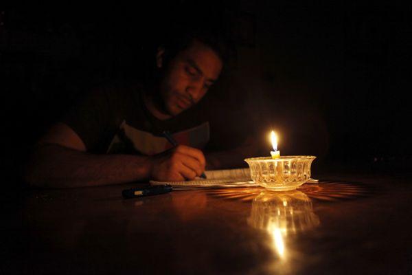 انقطاع الكهرباء منذ 5 ساعات عن مناطق في مأدبا.. والاهالي يناشدون