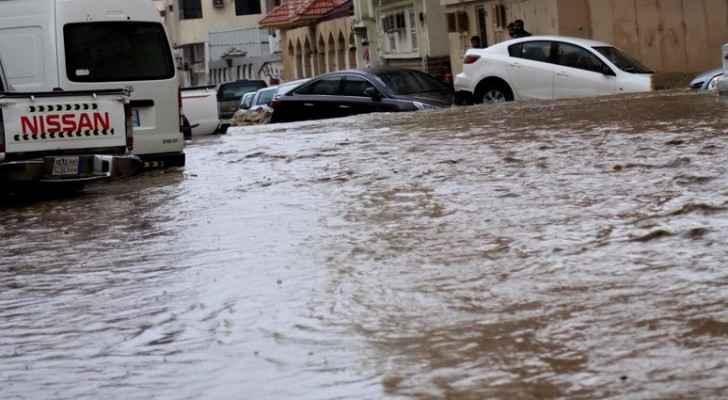 بالفيديو .. سيول جارفة وفيضانات بالطائف في السعودية