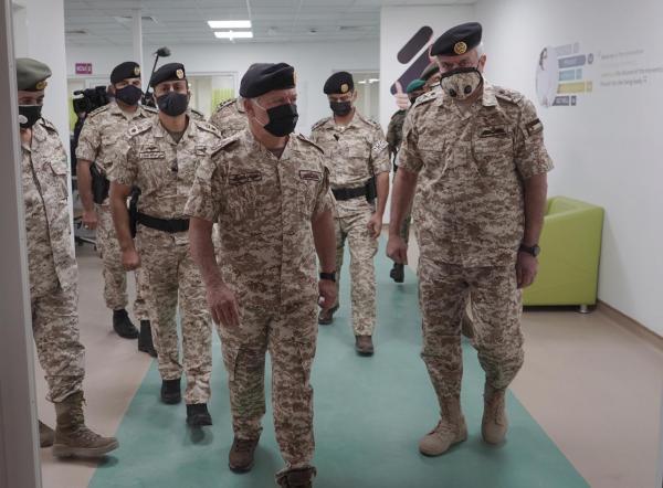 الملك يفتتح في الزرقاء أول مستشفى ميداني عسكري مخصص لكورونا