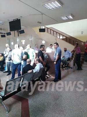 بالصور .. موظفو المحاكم الشرعية ينفذون اضرابا عن العمل ويغلقون مكاتبهم