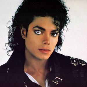 لن تصدقوا كم بلغ سعر جاكيت مايكل جاكسون في المزاد العلني