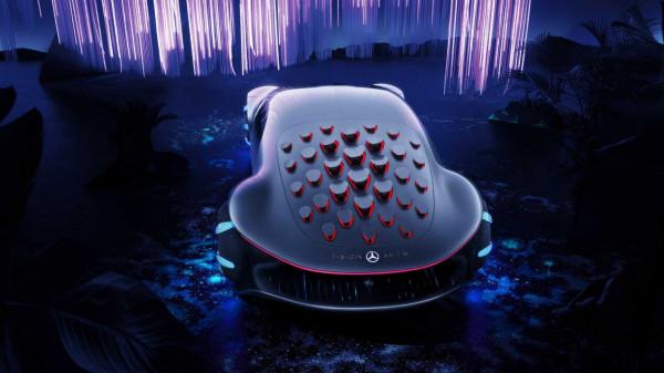 """نتيجة تعاون بين مرسيدس وفيلم """"أفاتار"""": سيارة خيال علمي لمنتصف القرن"""