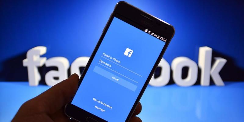 """""""فيس بوك"""" يرغب في التجسس على المستخدمين عبر هواتفهم"""