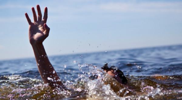 """وفاة شاب غرقاً أثناء السباحة قرب """"شاطىء الغندور""""في العقبة"""
