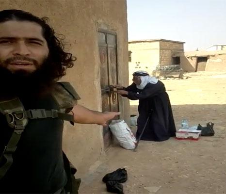 """بالفيديو..شاهد ماذا فعل جنود """"داعش"""" مع امرأة عجوز وحيدة بـ"""" كوباني"""""""