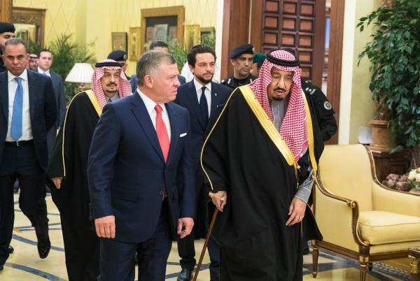 الملك يؤكد لخادم الحرمين وقوف الأردن مع السعودية