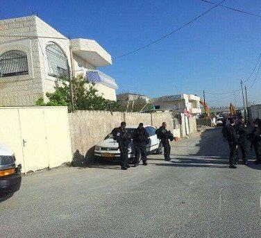 بالصور  .. جرافات الاحتلال تهدم بناية ومسجدا ومركزا صحيا  في القدس