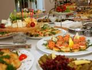 7 قواعد عند تلبية دعوات الإفطار