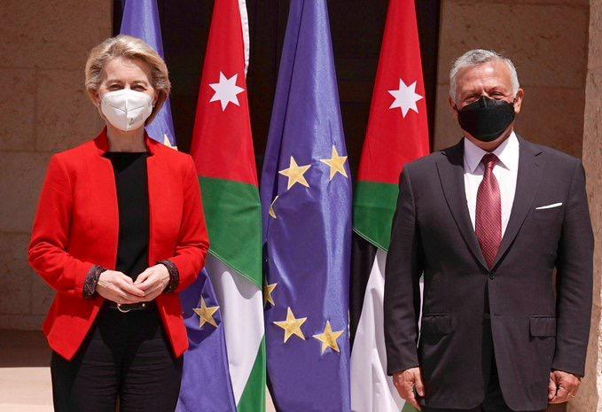 الملك يلتقي رئيسة المفوضية الأوروبية في عمان
