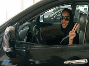 مفتي السعودية: منع قيادة المرأة يحمي من الشر
