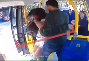 """بالفيديو .. شاب يصفع فتاة على وجهها بسبب ارتداءها """"شورت قصير"""" في رمضان"""