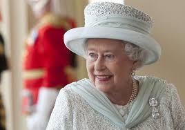 ملكة بريطانيا تنتهك قوانين القيادة