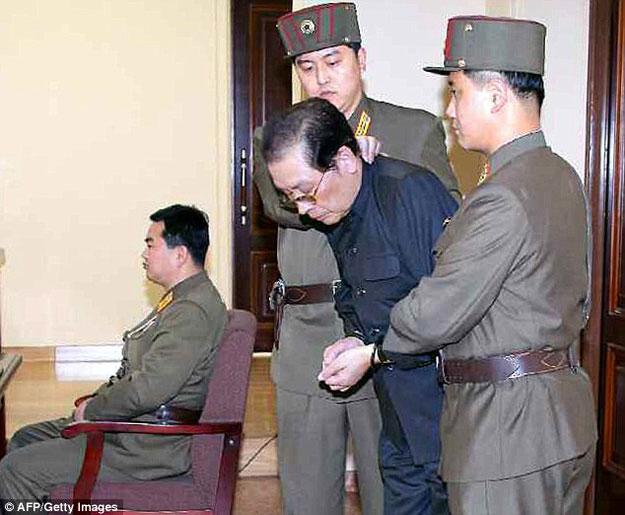 بالصور والفيديو  ..  زعيم كوريا الشمالية أعدم زوج عمته حيا برميه للكلاب الجائعة