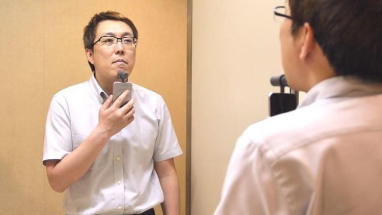 """في اليابان ..  حلاقة الذقن ب"""" أيفون """""""