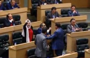 جدال حاد و فوضى بين النواب اثناء النقاش حول قانون التقاعد المدني و الطراونة يهدد بالانسحاب